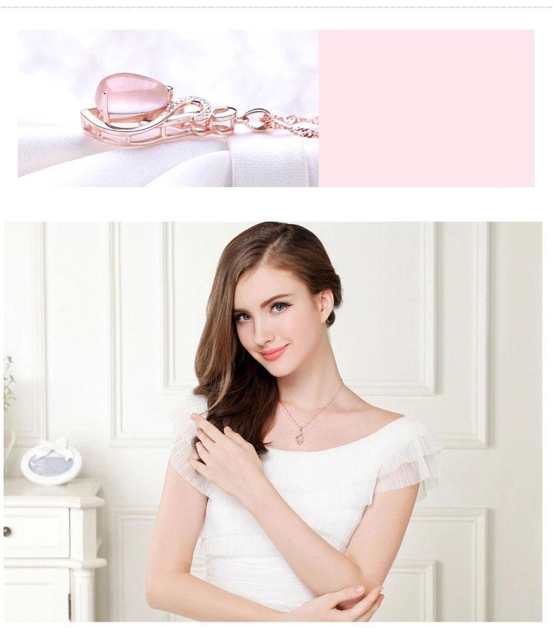 Rose Quartz Pendant Necklace Natural Lotus Austrian Crystal Nacklace Women Exquisite Fresh Pink Unique Delicate Jewelry Rose Gold Plated