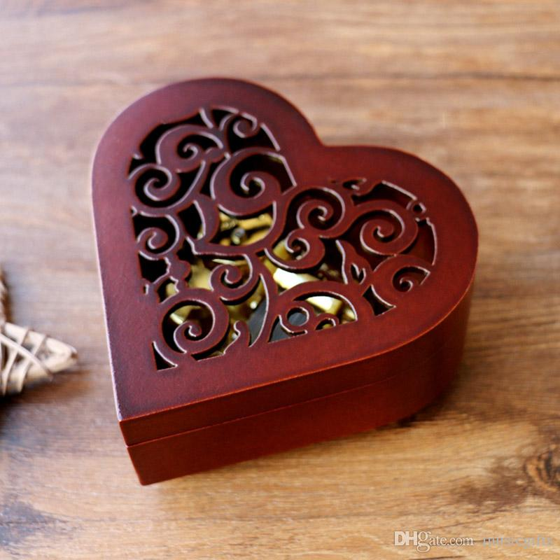 Hot Classic Carving Wooden Heart Shape Music Box con la città del cielo Tone Best For Gifts