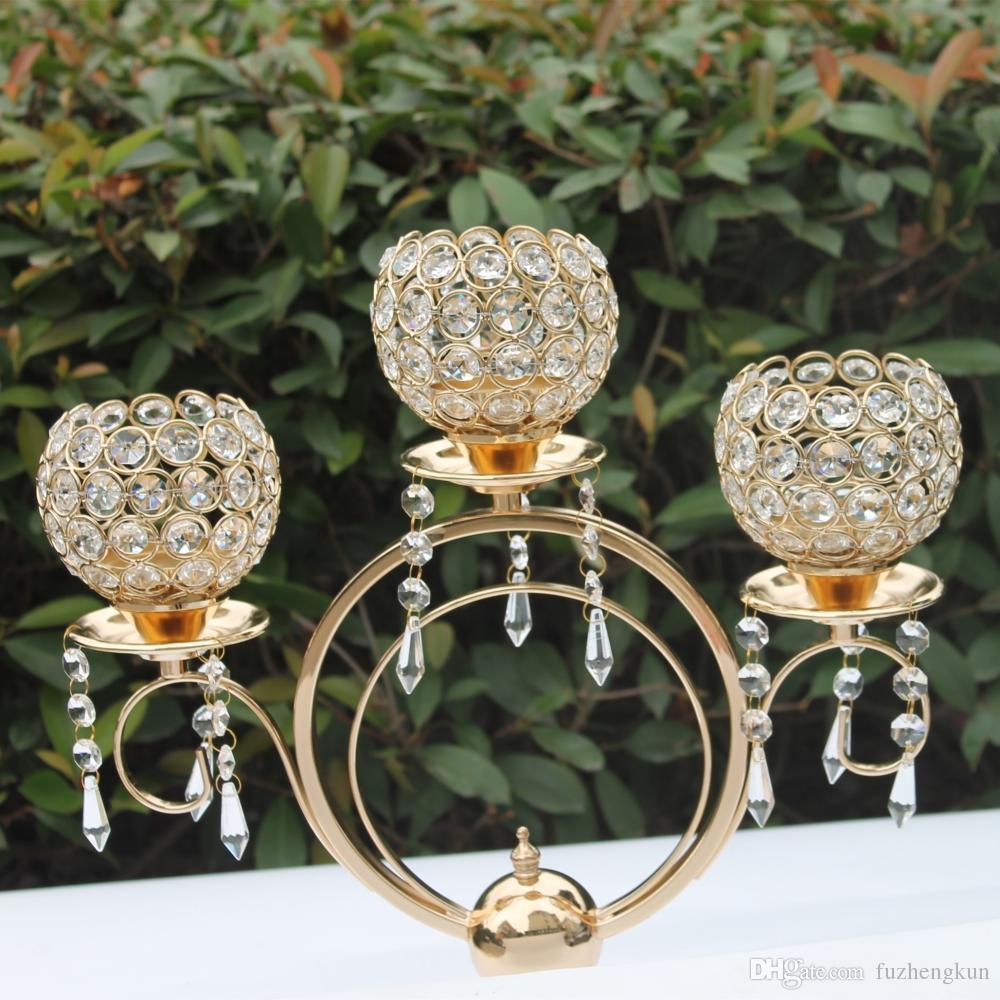 Nieuwe collectie 43cm hoogte 3-armen metalen kandelaars met kristallen hangers, glanzende gouden finish bruiloft kandelaar