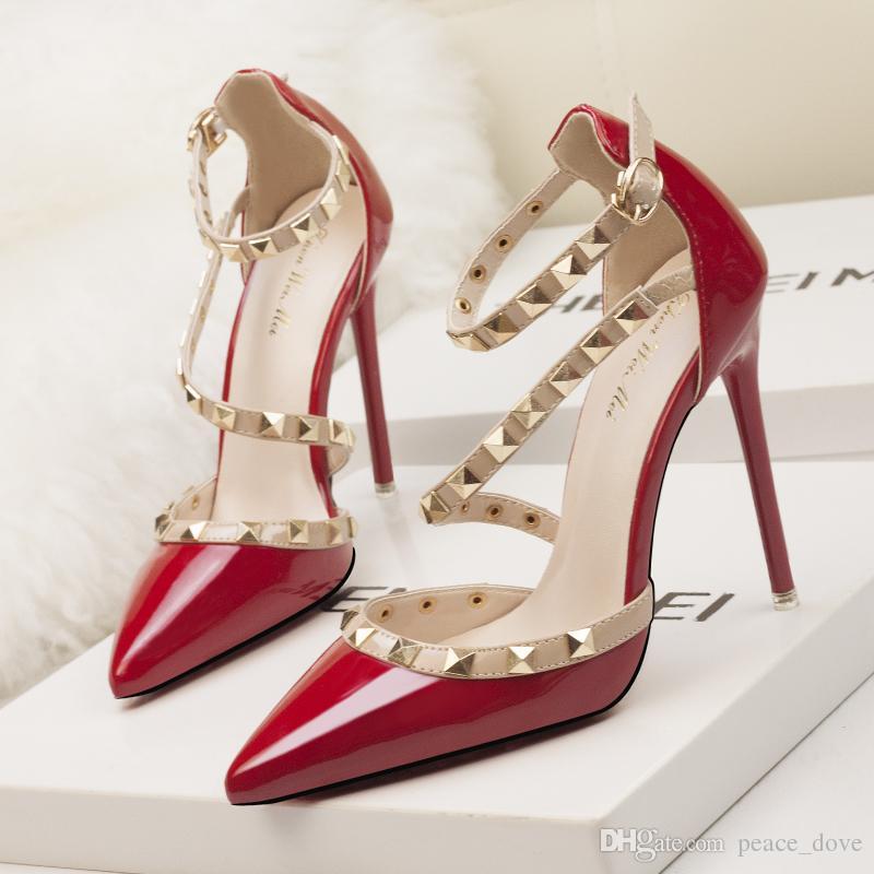 Designer de saltos vermelhos sapatos mulher extrema saltos altos casamento  mary jane sapatos italiano euro marca de luxo rebites valentine sapatos  mulheres ... abc1fc5001a5