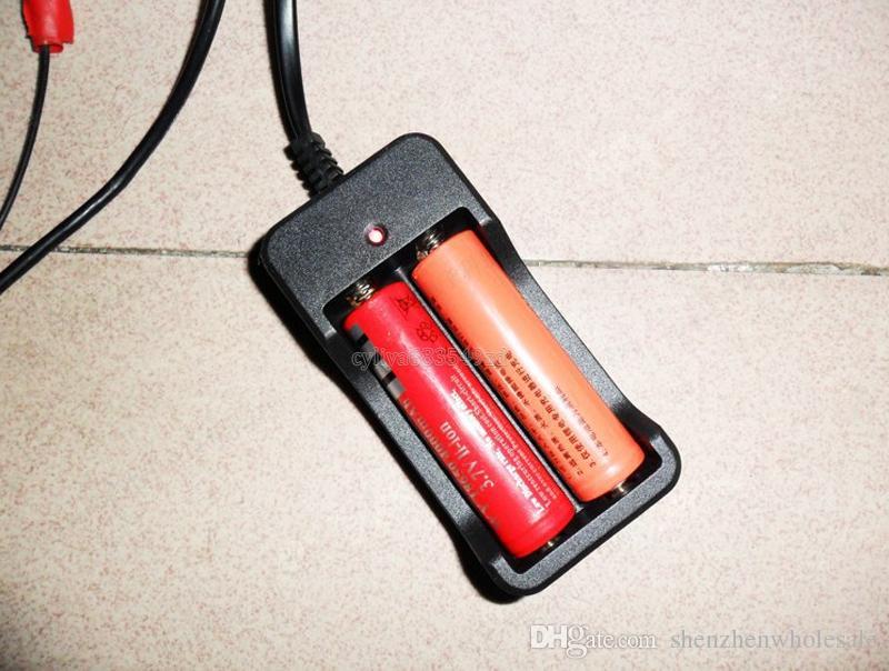 뜨거운 판매 2 슬롯 AC 110V 220V 듀얼 18650 충전기 충전 3.7V 충전식 리튬 이온 배터리 충전기 미국 / EU / UK / AU 플러그