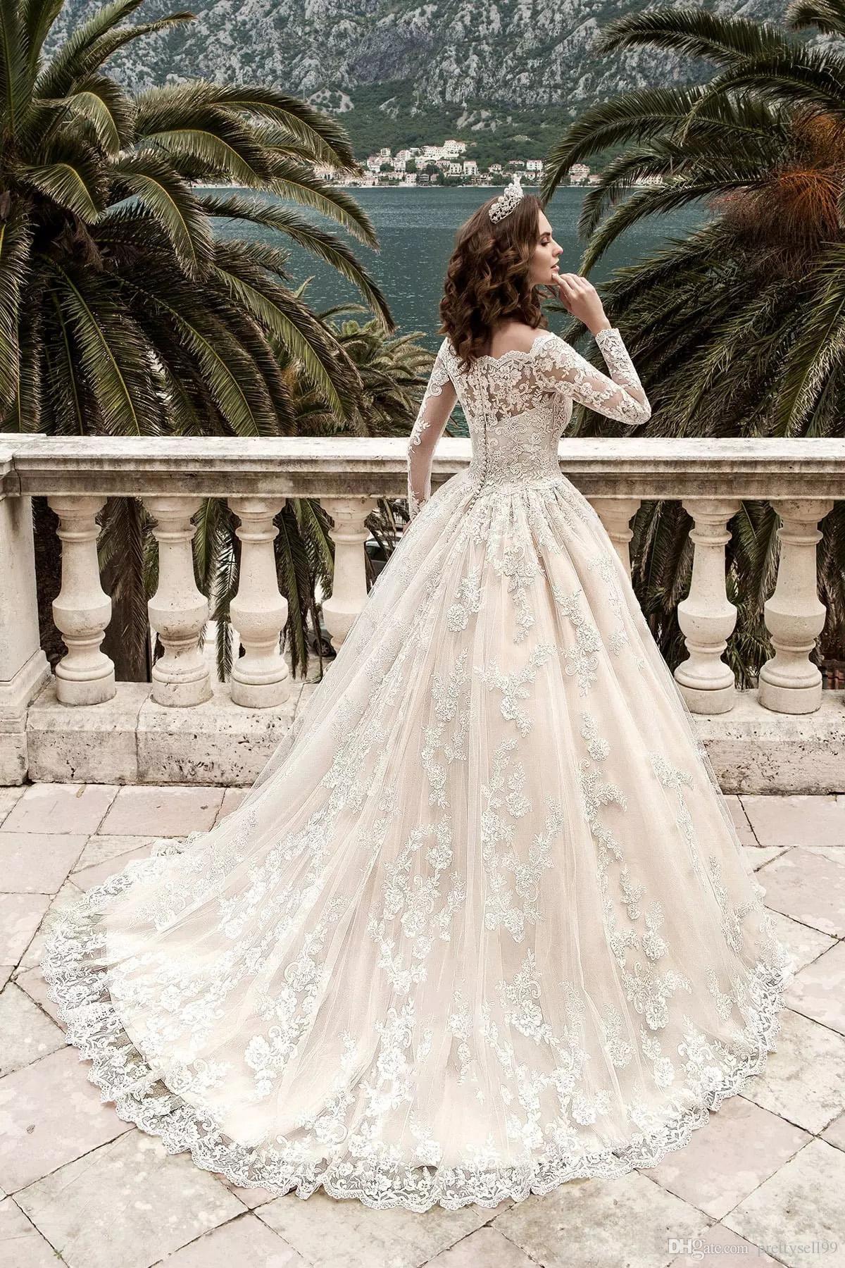 Lusso Stunning Donna Lace Ball Gown Abiti da sposa 2019 Beach con maniche lunghe Pricess Custom Made Abiti da sposa
