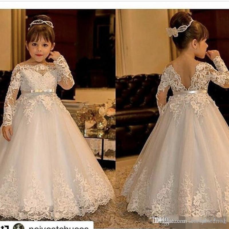 2017 Sevimli Kapalı Omuz Bateau Uzun Kollu Çiçek Kız 'Elbiseler Kanat Ile Prenses Dantel Aplikler Tül Düğün Kız Elbise Backless kıyafeti