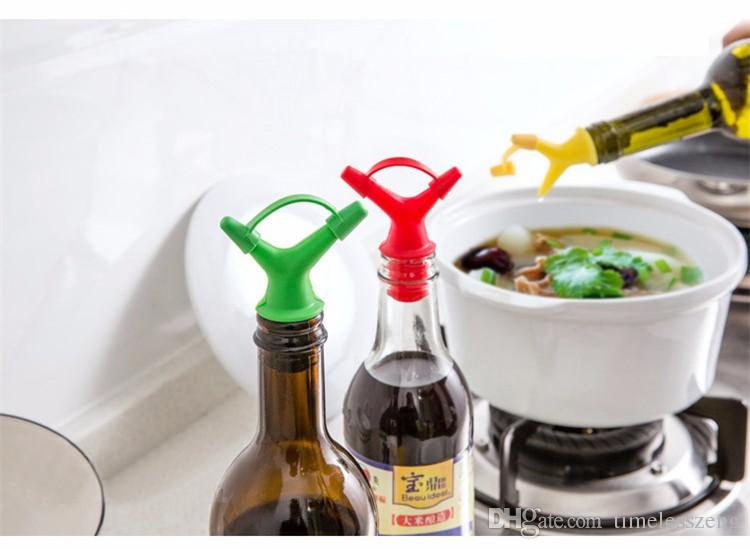 Double Leakproof Silicone Vacuum Seal Screw Design Soy Sauce Wine Bottle Stopper Multi Function Wine Pourer Device