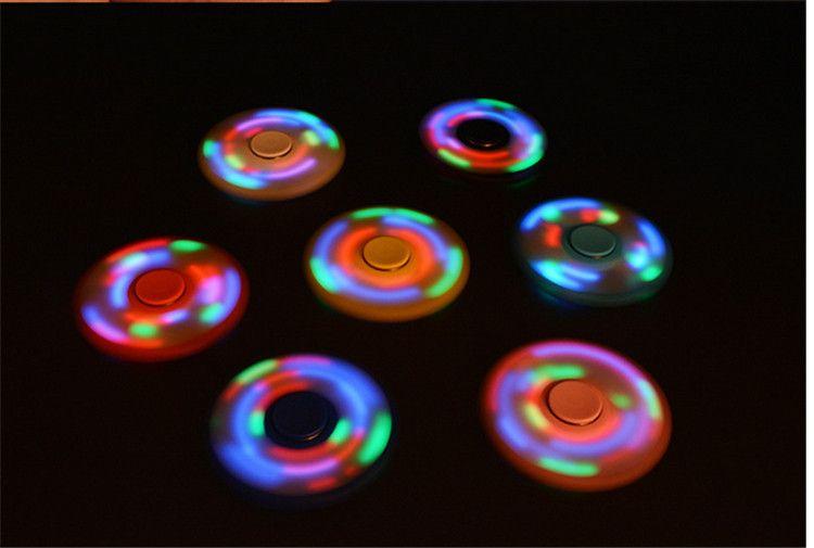 Luz LED Fidget Spinner Hand Spinners Con Interruptor LED Flash Tri Finger Yema del dedo Handspinner Gyro Descompresión Alivio del Estrés Juguetes Venta caliente
