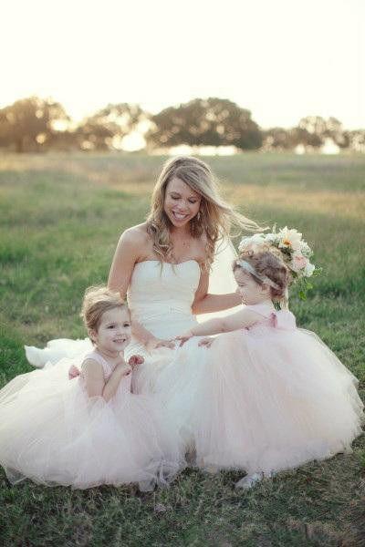Lovely ball gown tulle flower girls dresses 2018 off shoulder sleeveless communion dress formal party gowns