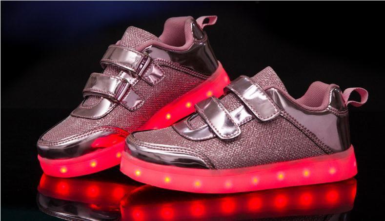 Çocuk Ayakkabıları Sneakers Moda Şarj Aydınlık Işıklı Renkli LED ışıkları Çocuk Ayakkabıları Rahat Düz Kızlar Erkek Ayakkabı
