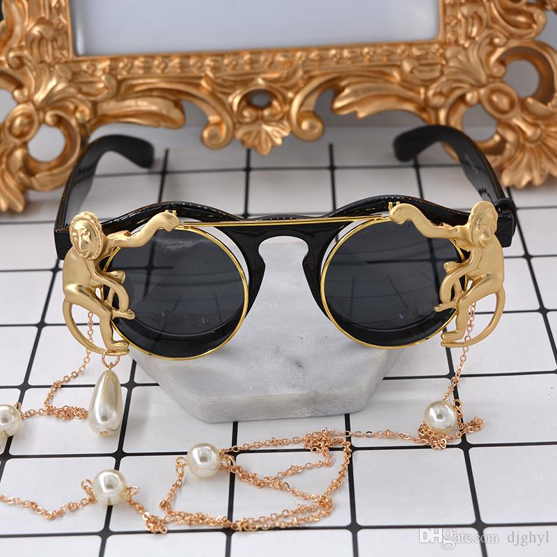 Nueva marca de metal Retro marco de metal Gold Monkey Baroque gafas de sol Sun Beach Metal Chain perla redondo Exagerado Deporte gafas mujeres