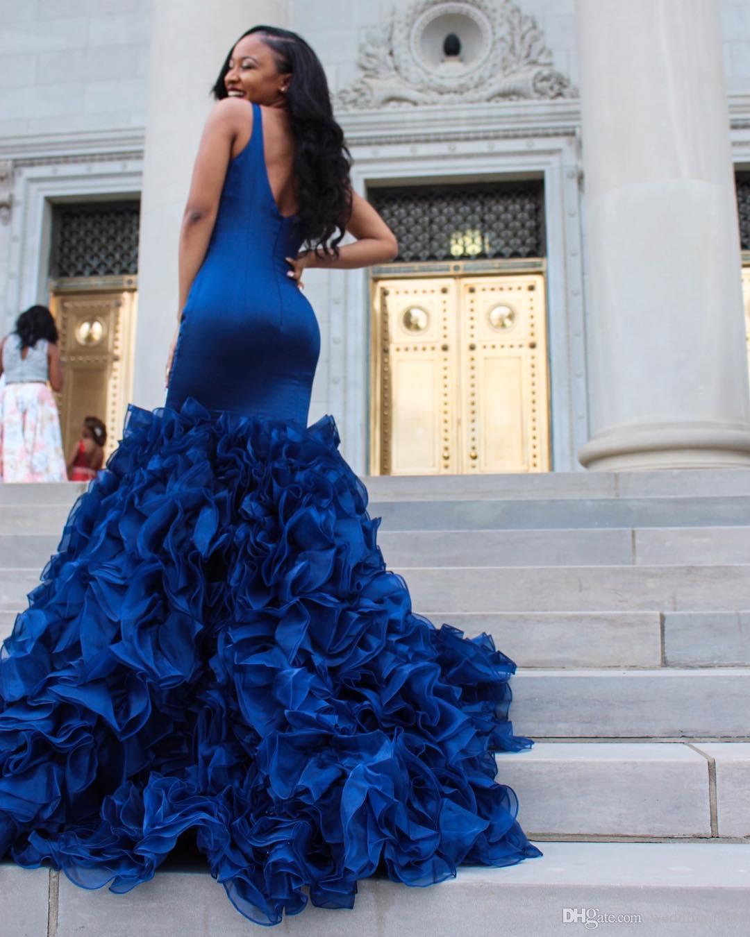 2021 Royal Blue Prom Dresses Abiti da sera Sexy Deep V Collo a V senza maniche Mermaid Ruffles Gonna Organza Gonna Formale Abiti da partito