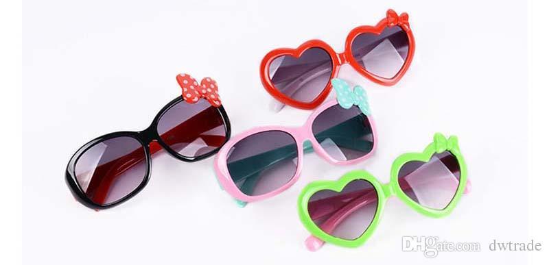Gafas de sol para niños pequeños Niños de dibujos animados de plástico Amor niños Gafas de sol Niñas Gafas de bebé Gafas Eyewear Envío gratis