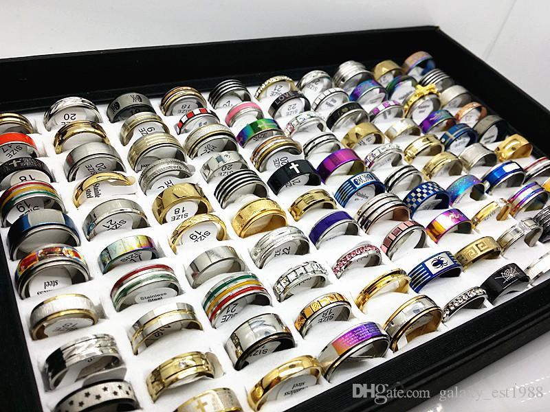 gli stili all'ingrosso assortiti degli anelli dell'acciaio inossidabile di / box mescolano insieme un contenitore del vassoio di visualizzazione