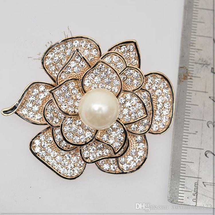 Newest wholesale gold-plated rose flower brooches jewelry pin full of rhinestone pearl brooch flower brooches for wedding