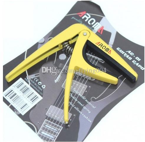 La chitarra in lega AROMA AC-01 di alta qualità CAPO si adatta perfettamente alle corde della chitarra e protegge la vernice senza difetti.