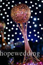 le nouveau ruban ou l'allée d'or représente les mariages, le support mental de fleur de lustre de mariage pour la décoration