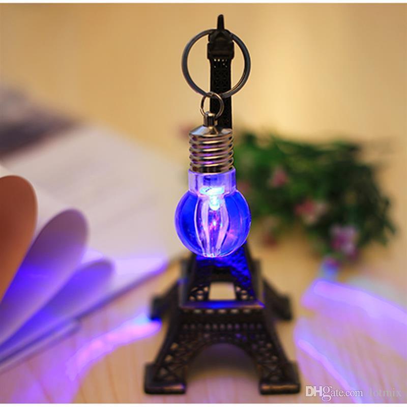 Batería portátil alimentado automáticamente cambiando de color RGB LED linterna bombilla lámpara brillante llavero llavero llavero de regalo