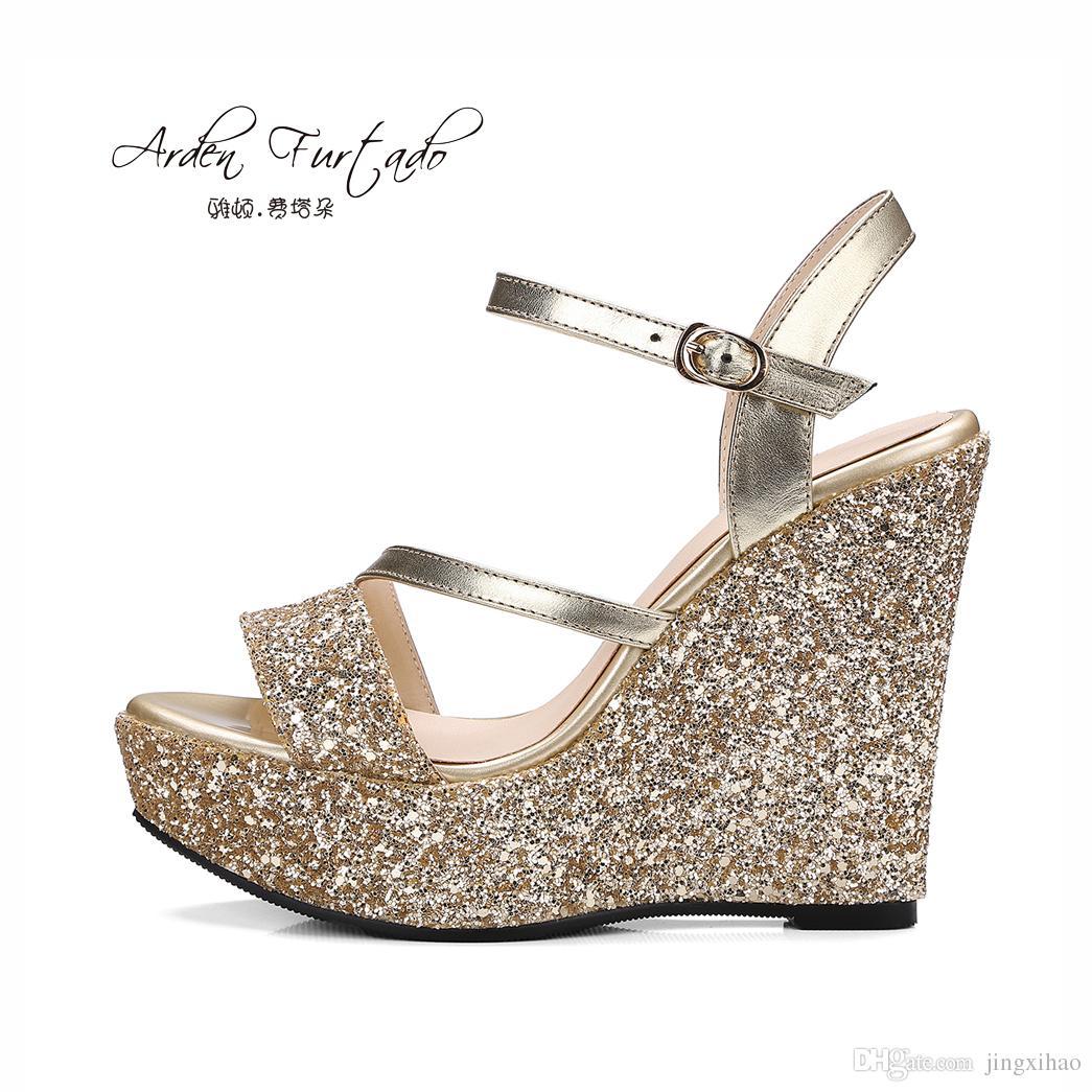 5a63326b389 Compre Arden Furtado Nuevos 2017 Zapatos De Verano Para Mujer Plataforma  Cuñas Tacones Altos Sandalias Ocasionales Mujeres Lentejuelas Sandalias De  Tela ...