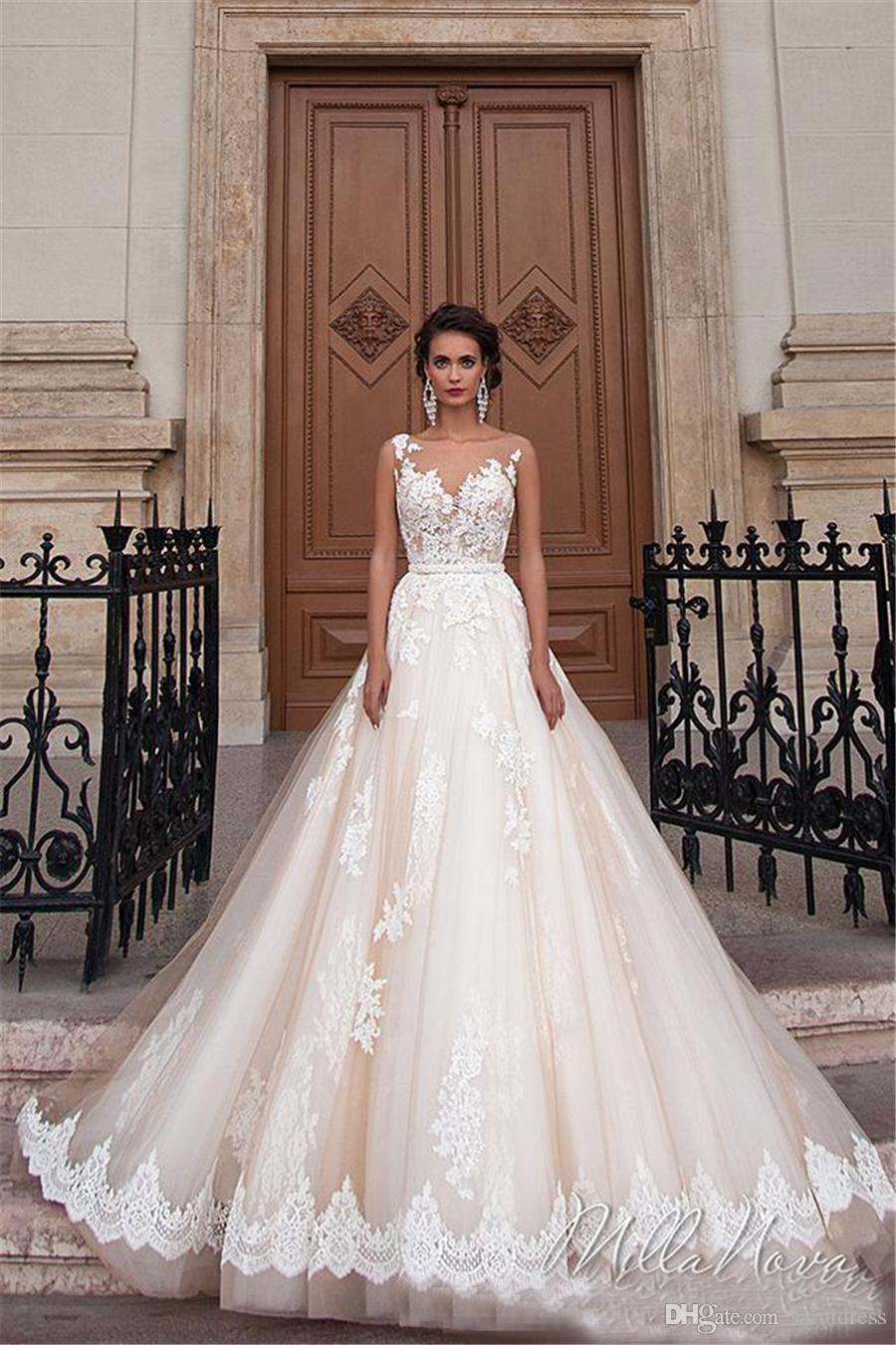 환상 네클라인 레이스 진주 섹시한 돌아 가기 겸손한 플러스 사이즈 신부 드레스 빈티지 밀라 노바 샴페인 공주 웨딩 드레스