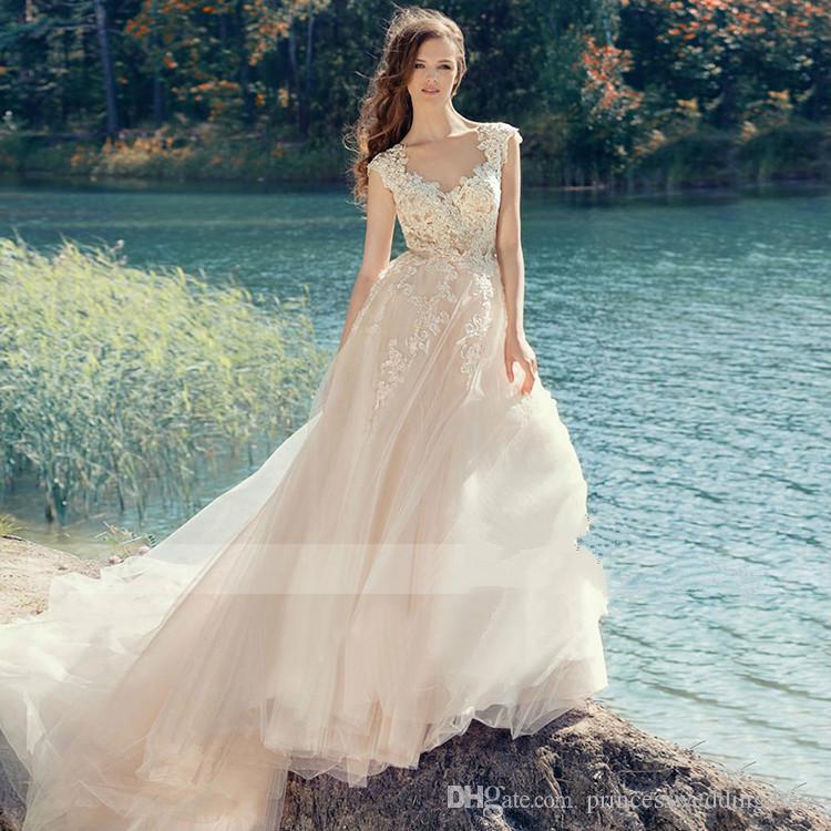 2017 Vintage Wedding Dress V Neck Collar Big Long Tail Backless