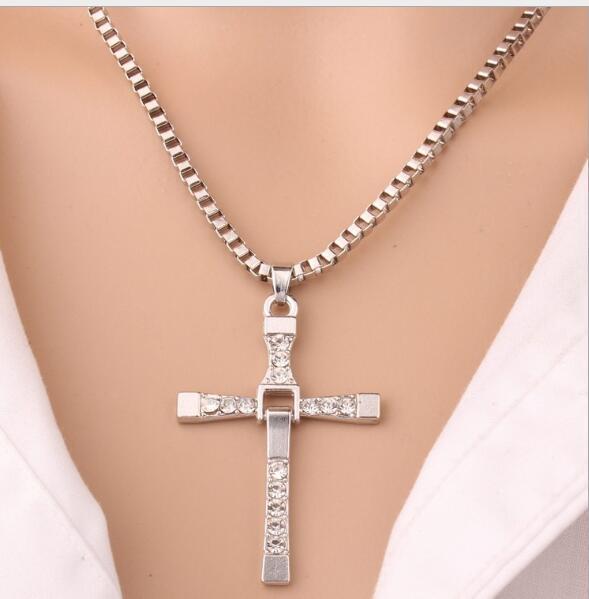 Alloy Diamond Fast y furioso Domingo Toretto Cross Colgante Collar de oro 60 cm de alta calidad Collar plateado de alta calidad para hombres Regalo de Navidad