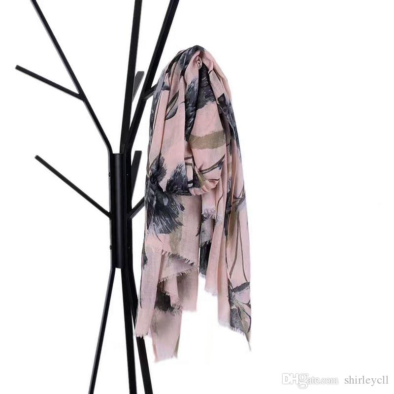2017 New designer Stylish big floral printing women winter scarf factory selling directly available