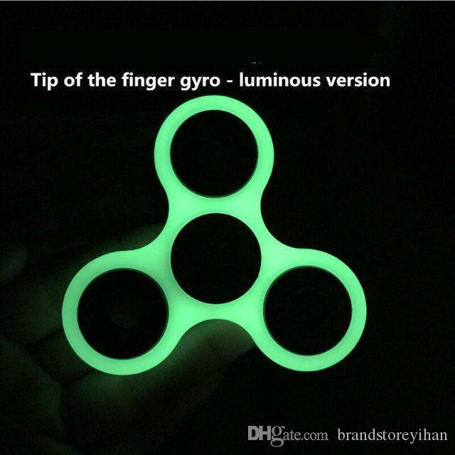 Luminous HandSpinner Spielzeug EDC Glow In The Dark Tri Spinner Zappeln Schreibtisch Spielzeug für Dekompression Angst Glow Finger Spielzeug