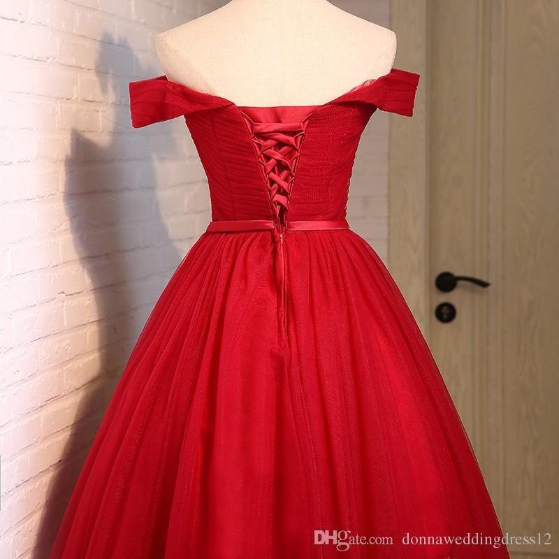 Barato Plus Size Vermelho Barco De Tule Pescoço Uma Linha Curto Vestidos de Baile 2017 Elegante Fora Do Ombro Princesa Moda Vestido de Festa Vestidos de Dama de honra