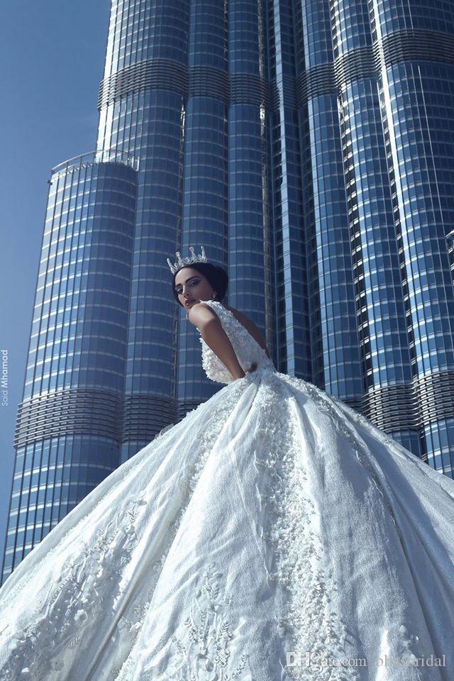 럭셔리 레이스 공 가운 웨딩 드레스 아가씨 Applique Organza 민소매 A 라인 신부 가운 대성당 진주 백리스 웨딩 드레스