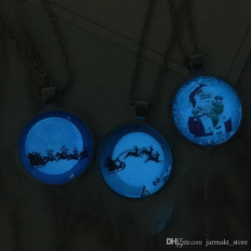 Pingente luminoso de natal colares de papai noel com alces de vidro do carro cabochon luz azul no escuro charme presente colar de jóias por atacado