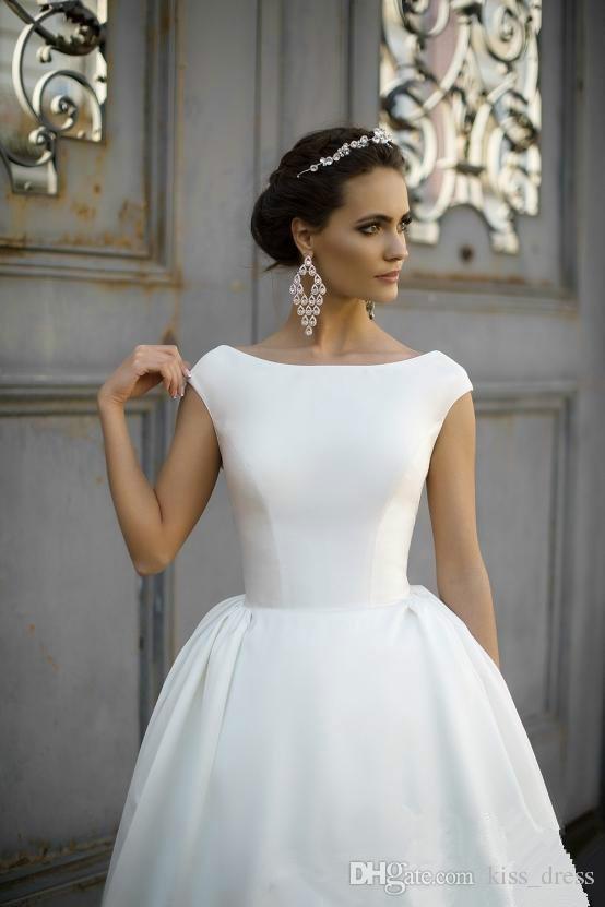 간단한 스타일 새틴 웨딩 드레스 2019 새로운 뜨거운 판매 스윕 기차 모자 슬리브 A-Line 백리스 신부 드레스 가운 De Mariage 화이트 아이 보 리 W985