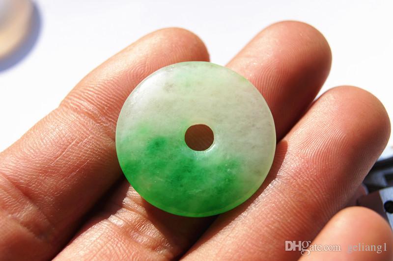 100% handskuren, naturlig jade stenhängsmycke, fredsknapp. Hängsmycken, hängande. Specialerbjudanden
