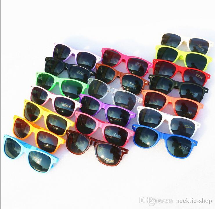 vendita calda occhiali da sole stile classico Occhiali da sole da donna di alta qualità occhiali da sole moderni occhiali da sole da spiaggia Occhiali da sole classici multi colore