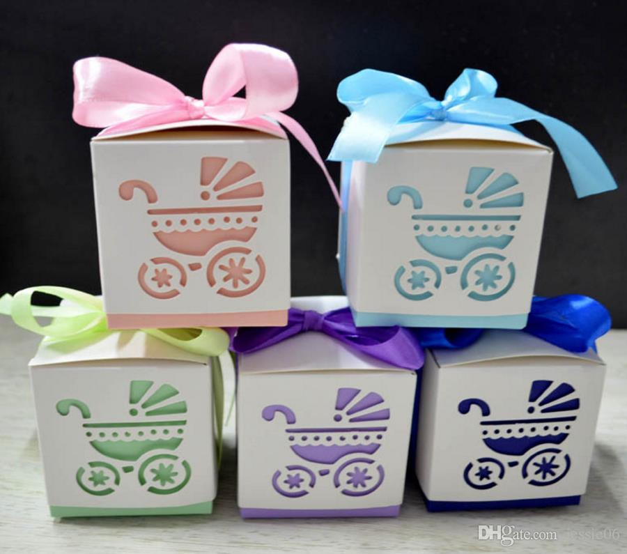 ロマンチックなレーザーカットのベビーキャリッジベビーカーの結婚式の好意キャンディーラップボックスフットプリントベビーシャワーパーティーギフトバッグ包装リボンロープ