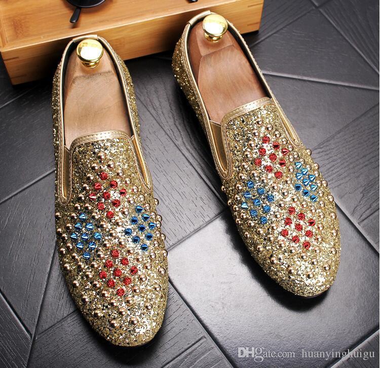 Италия Стиль Моды Мужской Золото натуральной кожи Мокасины Mens Casual платье Квартира обуви Люди Rivet свадьба обувь мокасины