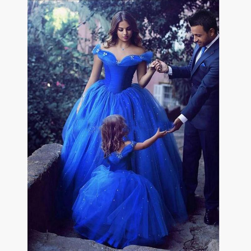 Cenerentola Carino Royal Blue Ball Gown Girls Pageant Abiti Off spalla Tulle Piano Lunghezza Toddler Compleanno Abiti da festa Cupcake
