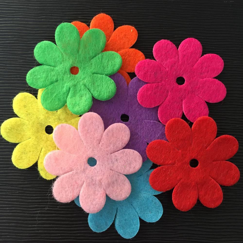 NUOVO 50 PZ Mix 35mm Imbottito in feltro a fiore di primavera Appliques Artigianato Produzione di matrimoni fai da te