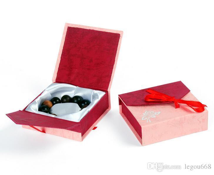 لون عشوائي الأزياء الورق المقوى الجملة 9 * 9 سم صندوق مجوهرات سوار مربع التعبئة هدية الإسورة صندوق G195