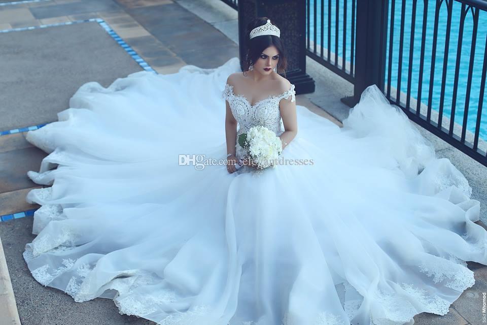 Nahen Osten 2017 Vintage Spitze Brautkleider Sexy Weg Von Der Schulter Kurzen Ärmeln Spitze Applizierte Dubai Brautkleider Lange Gericht Zug