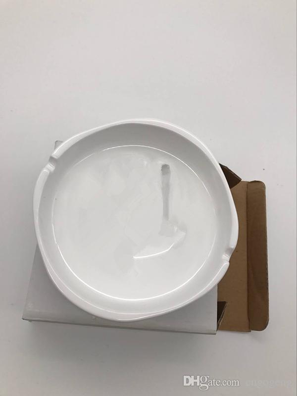 ceramica di posacenere bianca modello C di lusso con classico portacenere quadrato bianco logo che cade spedizione