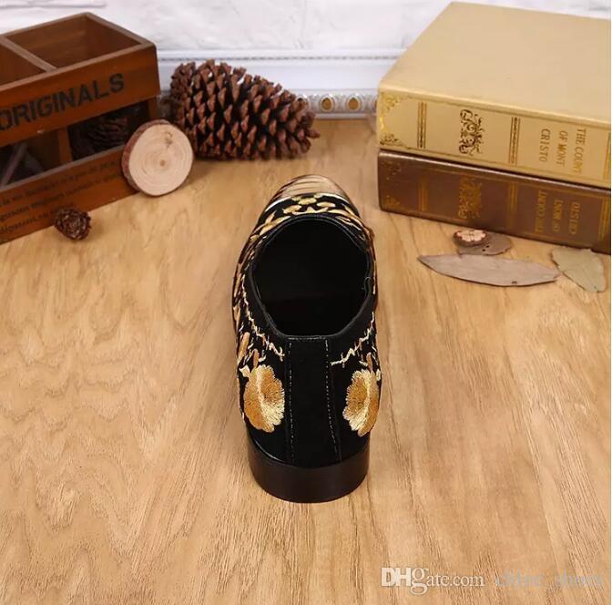 2017 Luxury New Ricamato Uomo Scarpe Slip On Oro Metallizzato Mens Mocassini Scarpe Da Sposa In Pelle Uomo Piatti Mocassini Scarpe Scarpe Scarpa Casual