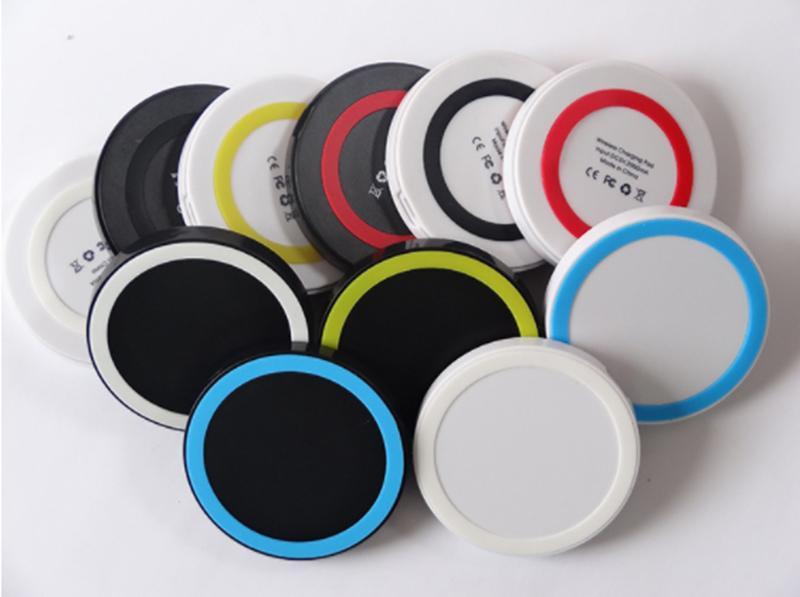 Q5 Qi Wireless-Ladegerät mit USB-Anschluss USB-Kabel + Wireless-Empfänger mit Kleinpaket für Smartphone-Mix Color 100% guter Qualität