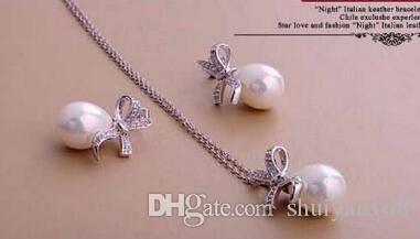Collana con orecchini e orecchini in argento con fiocco in oro con perla sintetica e strass