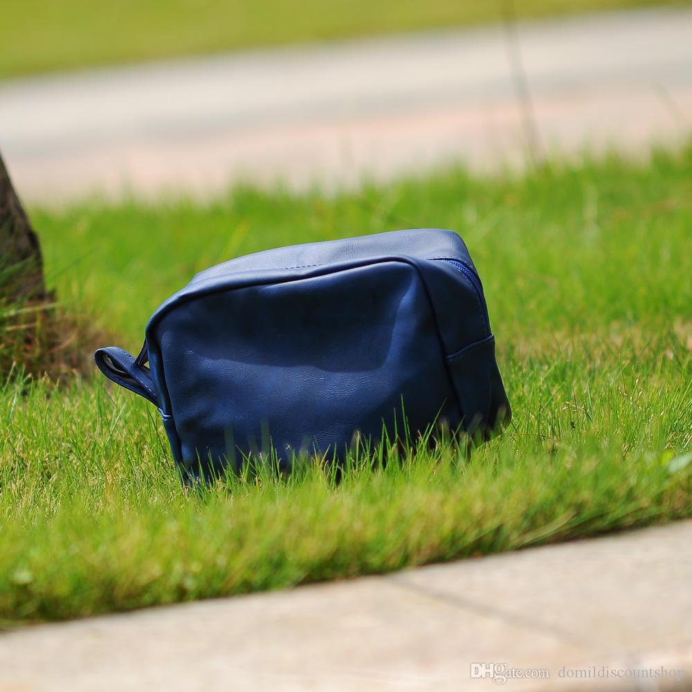 6ea3aa274efe8 ... Toptan Boşlukları PU Faux Deri Damat Çanta erkek Tıraş Çanta Düz Renk  Fermuar Makyaj Çantası DOM137