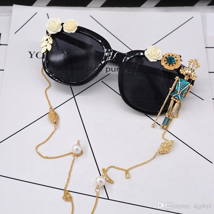 2017 Baroque Sunglasses Women Summmer Fashion White Flower Pearl Chain Retro Sunglasses King Sunglasses For Ladies New Designer sungasses