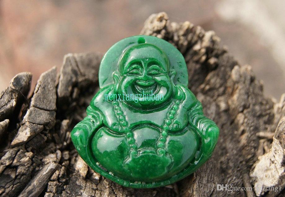 L'artigianato della giada di giada verde naturale che intaglia, ristabilendo i sensi antichi vita lunga fissa il Buddha. Collana con ciondolo talismano.