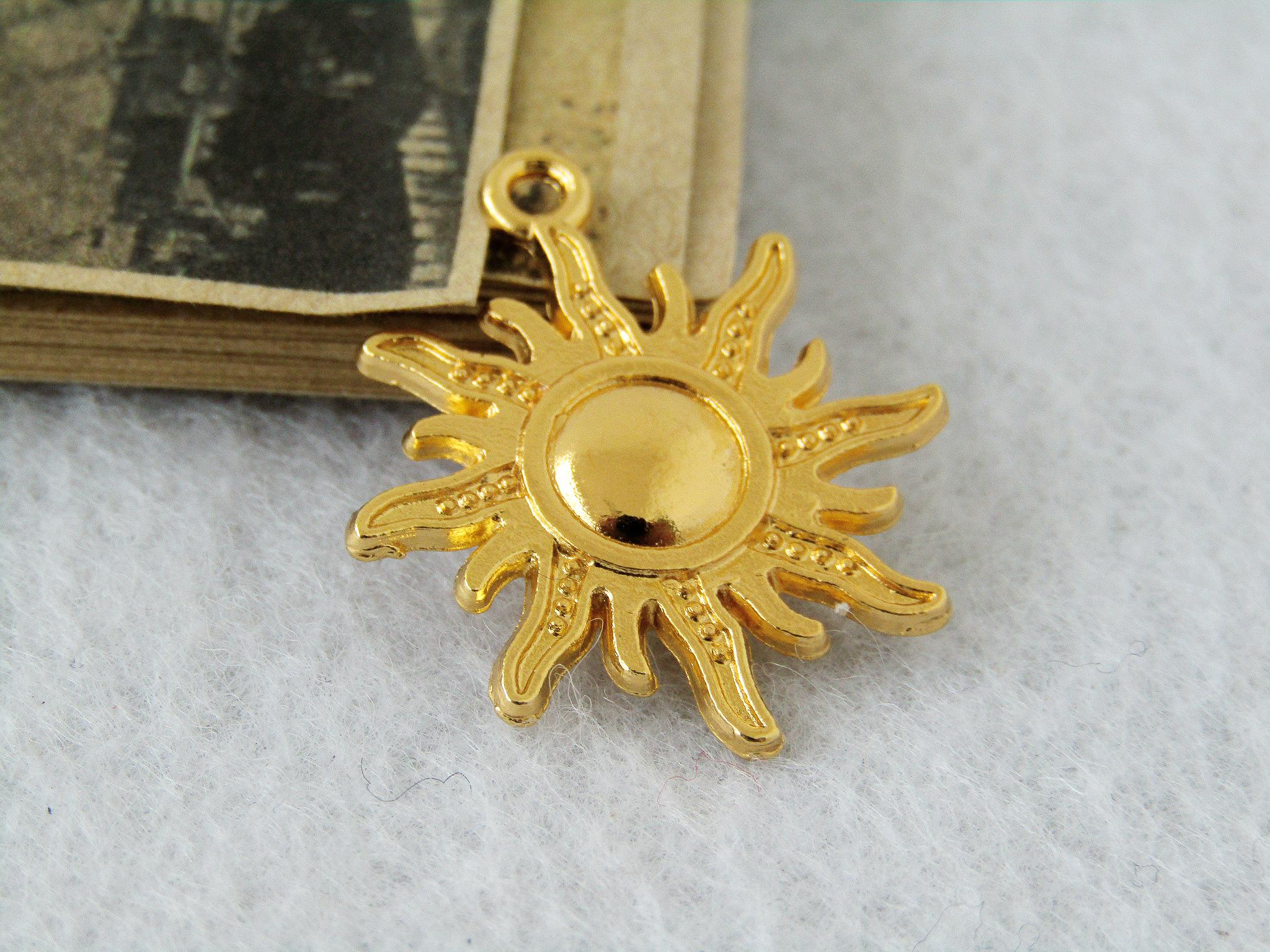 2018 25x28mm 16k gold sun charms gold sun pendants alloy sun 2018 25x28mm 16k gold sun charms gold sun pendants alloy sun necklace connector setting jewelry findings c7704 from luckystarsdiy8 217 dhgate aloadofball Gallery