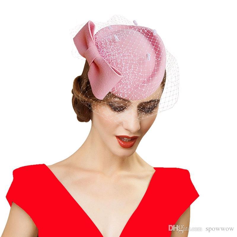 Womens Dress Fascinator De Lã De Feltro Pillbox Hat Partido Convidado Do Casamento Chapéu Formal Evening Headwear Pena Arco Véu A082