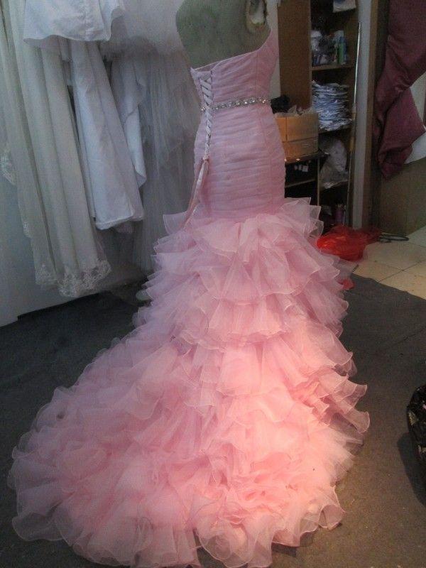 素晴らしいカラフルなウェディングドレスレアル画像ピンクの人魚ブライダルガウン恋人Ruchedフリルティアードオーガンザコルセットレースアップクリスタル