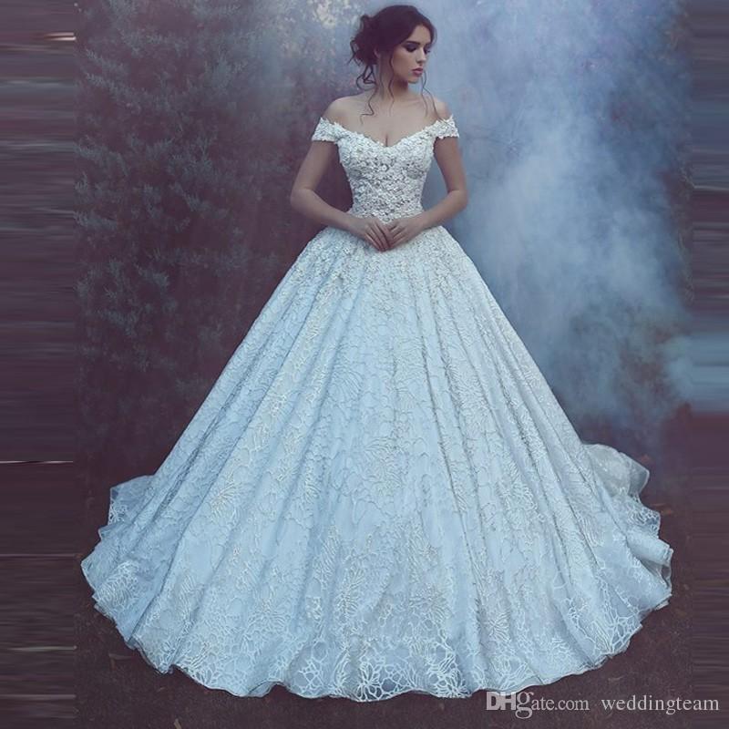 Suadi Arabisch Spitze Ballkleid Brautkleider V-Ausschnitt Kappenhülle mit Applikationen Backless Braut Kleid Cathedrdal Zug Kapelle Hochzeitskleid