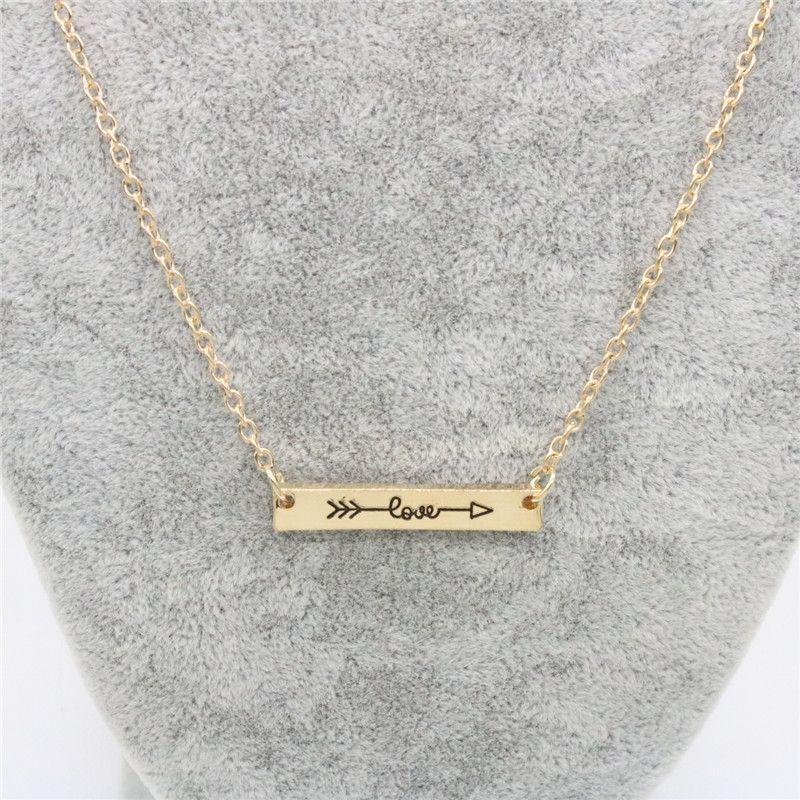 Ingenious Lovers Necklace Love Letters Colgantes Collar Aleación Flecha a través del corazón Collar de cadena corta Regalo de la joyería