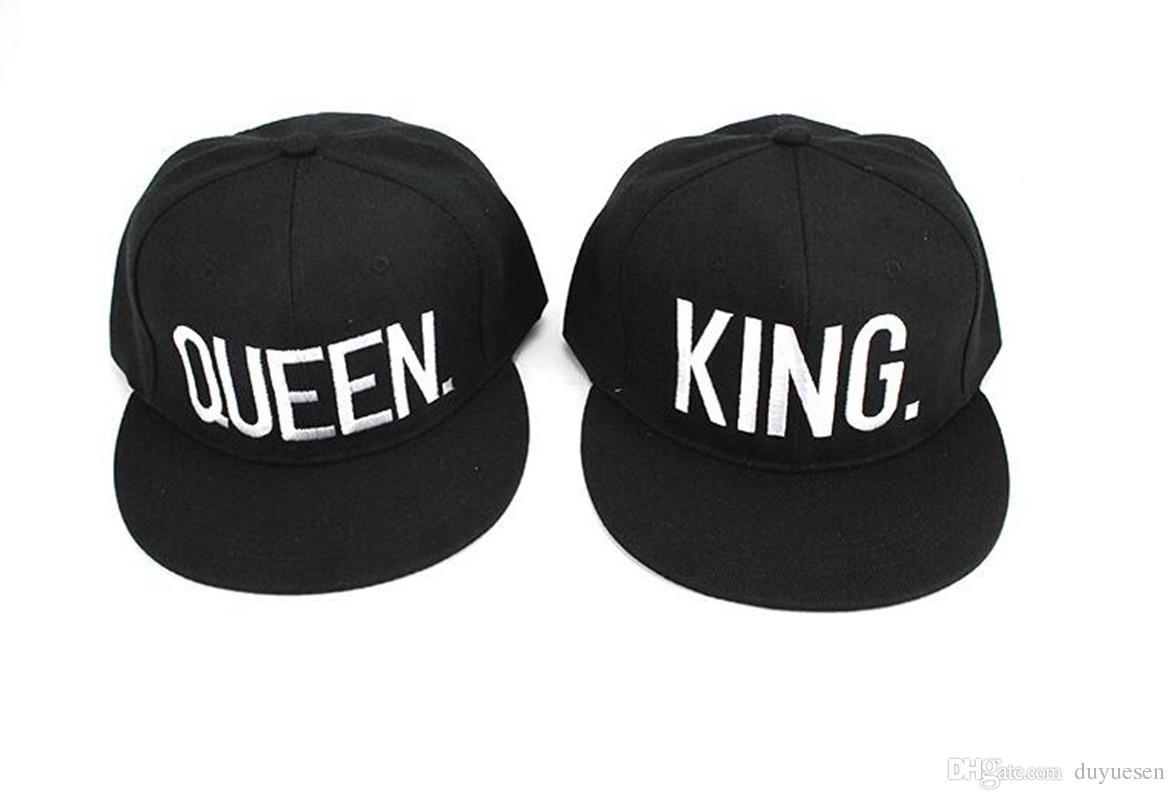 Le lettere di KingQueen mostrano amorevoli cappellini da coppia cappello a tesa piatta cappello da baseball uomini e donne mostrano personalità visiera selvaggia sport all'aria aperta